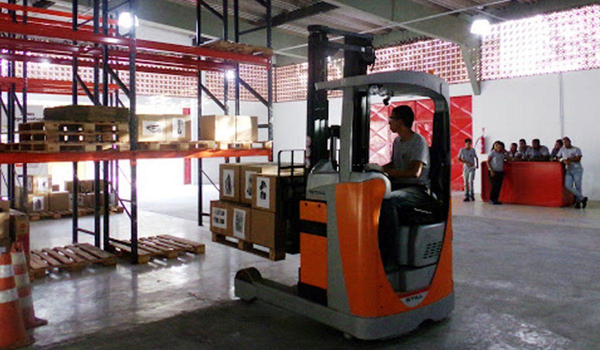 Logistica e empilhadeira